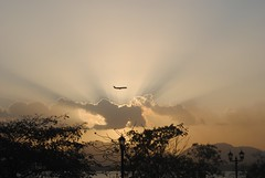 Evening Arrival (GabrielGuandique) Tags: landscape place flight fly vuelo airplace aricraft landind sky skyporn thegabosway photography