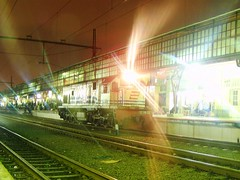CC201-22 Locomotive waiting @ Pasar Senen Station (chris railway) Tags: light lamp station train indonesia tren eisenbahn railway zug late locomotive nightscene malang trem bahn treno ka locomotora ferrocarriles treinen ferrocarril ferrovia treni spoorweg makina banjir  locomotiva   chemindefer  locomotief plh pocig      lokomotywa  pasarsenen locomotore keretaapi ferroviarie  rinja trainphotography    tuho  matarmaja    cc20122 oto rintanganjalan pulangdipo dipotraksi   umayxela sidulich  eisenbahnzgen ferrovipathe ferrovira fotografiaferrovira
