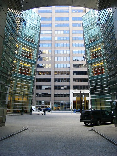 Bloomberg Building, Le Cirque is to the left