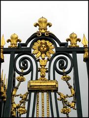 La grille (• CHRISTIAN •) Tags: france castle face golden gate lily or palace versailles grille lys château doré