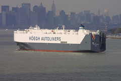 HOEGH DETROIT in New York, USA. April, 2006 (Tom Turner - SeaTeamImages / AirTeamImages) Tags: city nyc usa newyork water port bay coast harbor marine ship unitedstates harbour transport detroit vessel spot pony maritime transportation statenisland bigapple channel spotting roro waterway carcarrier autocarrier rollon tomturner rolloff hoeghautoliners hoegh vehiclecarrier hoeghdetroit