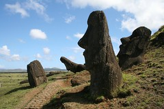 Rano Raraku (L&LPhotography) Tags: chile moai easterisland rapanui ranoraraku llinzuidamerika