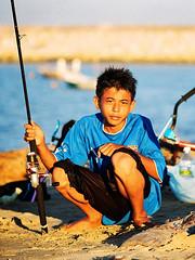 Fishing Fanatics (36810037) (Fadzly @ Shutterhack) Tags: boy sea film beach water analog catchycolors sandy malaysia superia100 surffishing terengganu kualaterengganu kodak200 my leicar6 fadzlymubin shutterhack leicaelmaritr90mmf28 fishingfanatics
