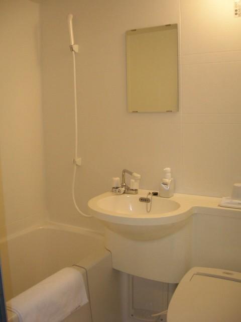 d4-14-hotel-toilet
