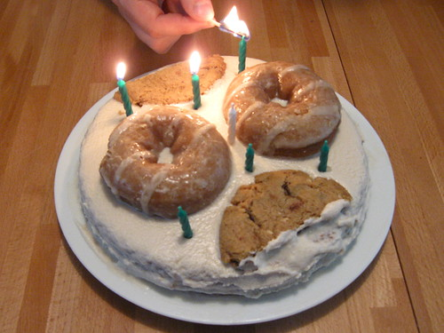 """Donut Cookie Cake"""