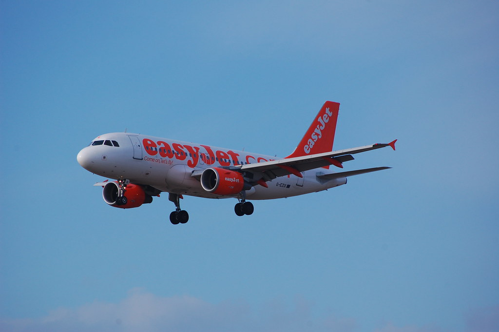 easyJet Airbus 319 (G-EZIX) by Ma Rui, on Flickr