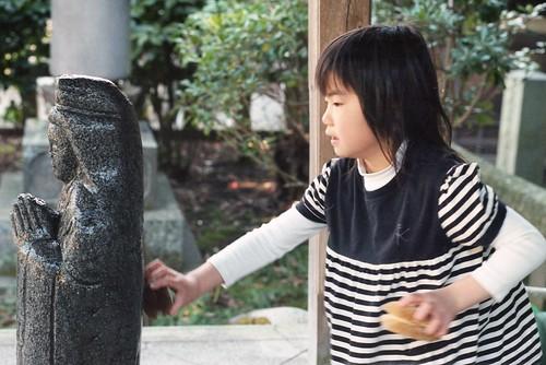 washing a Buddhist image