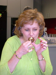 Linda tries to eat delicately