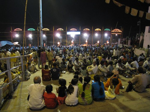 A crowd of mostly Indian, and a few Western, tourists watch the nightly puja