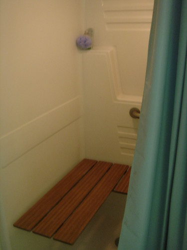 KATU Blogger Meetup Portland Oregon - Katu's shower and purple loofah