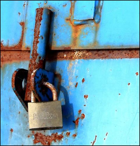 Locked rust blue