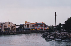 Universal Studios - Lake (carlos_seo) Tags: usa film photography photo orlando nikon flickr florida picture 1995 af nikkor asa100 n50 3580 f456d
