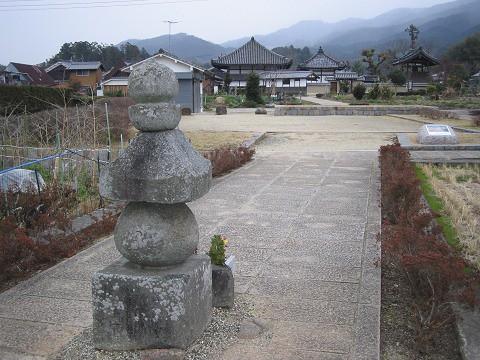 飛鳥寺-首塚から飛鳥寺を