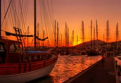 Bodrum Sunset (Mine Beyaz) Tags: sunset sea orange sun water turkey boat turkiye su gunes deniz soe bodrum tekne turkei gunbatimi blueribbonwinner turuncu 35faves golddragon mywinners goldmedalwinner platinumphoto anawesomeshot impressedbeauty superbmasterpiece diamondclassphotographer flickrdiamond betterthangood theperfectphotographer goldstaraward mailciler absolutelystunningscapes minebeyaz