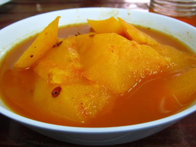แกงส้มสับปะรด
