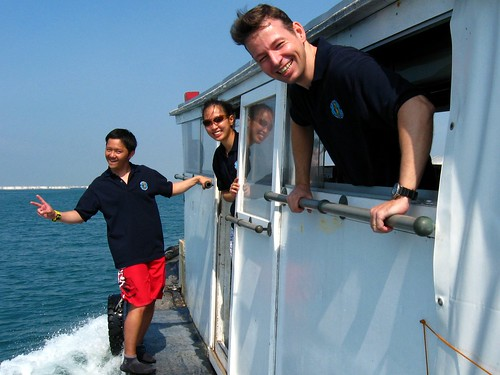 The Hantu Blog's dive Crew (L-R) Hanping, Debby, Marcel