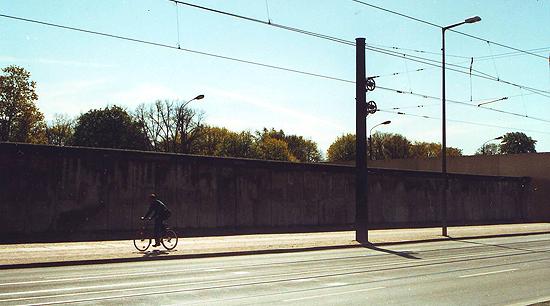:: Berlin Wall ::