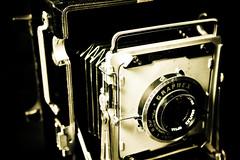 Graflex Crown Graphic (F100R) Tags: camera fotografie equipment weapon choice portfolio kamera weaponofchoice photografie visuellekommunikation graflexcrowngraphic 10secondburn rolandrudolf nextarea tensecondburn f100r 10secburn zeitfliegen bildwelten warumwohin floor100