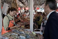 Bergen Fish Market (abbilder) Tags: people fish norway norge nikon raw leute market norwegen fisch bergen orte markt fischmarkt leben lightroom bergenfishmarket adobelightroom abbilder wwwabbildercom