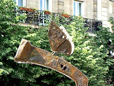 papillon à SAint Germain des prés.jpg