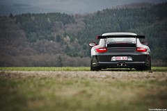 GT3RS. (Denniske) Tags: red grass canon rouge photography eos grey gris is grigio 10 04 parking grau automotive eiffel 11 eifel porsche april l mk2 mm 11th dennis rood rosso rs 70200 f28 ef 2010 grijs mkii gt3 997 nordschleife noten nurburgring lseries nurburg llens rt 40d denniske dennisnotencom