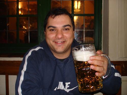 Baynado im Hofbräu Haus mit Bier