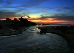 Fluindo para o sol (Nuno Crisgono Silva) Tags: sunset pordosol sky portugal mar paisagem prdosol seashore praias zambujeiradomar paisagemcosteira