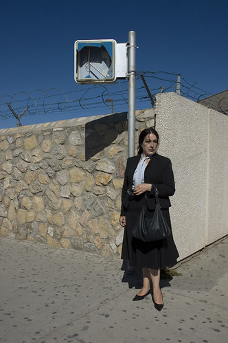 20071008_TX_woman_at_mexican_border_2_web.jpg