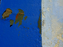 ¿Y esas fotos para qué son? (Alificacion) Tags: blue white house texture wall spain peeling paint colours surface chipped almeria top20blue top20everlasting