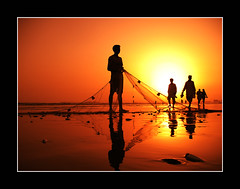 Twilight Galore (!!sahrizvi!!) Tags: pakistan sunset reflection net beach water beautiful silhouette fishing fisherman sand fishermen dusk karachi clifton flickrmeetup rizvi sahrizvi sarizvi 35faves golddragon colorphotoaward aplusphoto diamondclassphotographer ostrellina alemdagqualityonlyclub