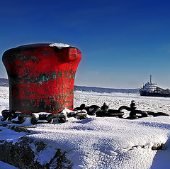 Coooooooooooooold! (Imapix) Tags: travel winter canada cold ice boat photo photographie quebec archives bollard brrrrr imapixphotography gatanbourquephotography