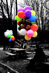 Balloon Seller (arslangaye) Tags: pink blue red people white black green nature colors balloon beyaz mavi ankara yeil sar krmz siyah pembe supershot enstantane wowiekazowie mailciler gnneniyisi arslangaye