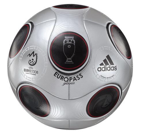 """El balón de la Eurocopa, """"Europass"""""""