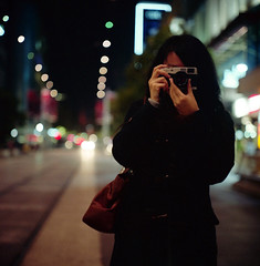 versus (*Cyrus`*) Tags: 120 6x6 film girl night analog mediumformat bag lights dof bokeh australia melbourne negative rolleiflex28f konicahexarrf summilux50mmf14 fujifilmpro800z