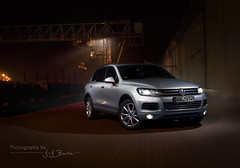 Bulldozer (J.-J. Bartz) Tags: cars car vw night volkswagen tdi photography automotive midnight session suv touareg