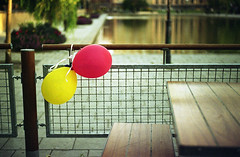 (Monsieur Marchi) Tags: film balloons 50mm sweden stockholm 14 balloon 135 expired zuiko sveavgen olympusom2n extrafilm200