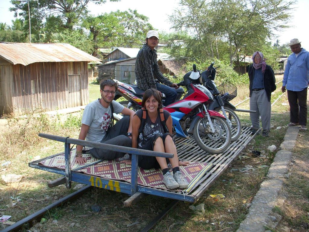 subidos en el tren de bambu
