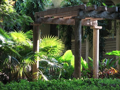 scene with palm fronds and pillars IISc 160408