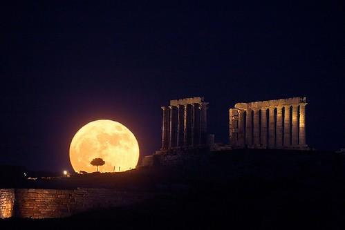 Lúa no templo de Poseidón -copyright Anthony Ayiomamitis (TWAN)-