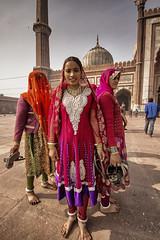 ELLES NE PENSENT QU'À LA COULEUR (pierre.arnoldi) Tags: grande couleurs delhi inde mosquée