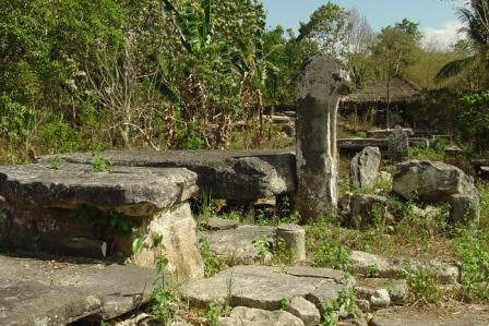 old tombs in Makatakeri