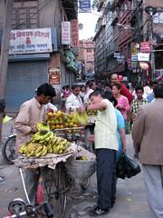 Fresh fruits - Kathmandou (GUSTAVimages) Tags: nepal baby trek vacances kali gustav fete enfant bébé tika priere kathmandou