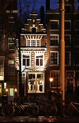 Perdersi.... e non vedere la luce (Clivy ..dawn came and swept me :)) Tags: amsterdam nederland thenetherlands nightview olanda amsterdamnights notturno notturni ilarialeschiutta foto©ilarialeschiutta