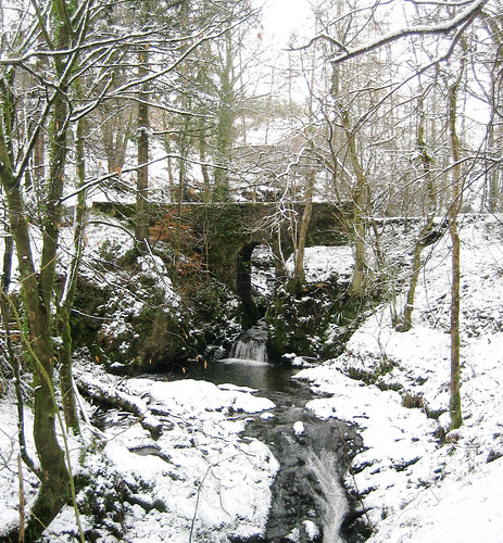 Kelburn bridge in snow