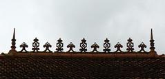 Estigarde (40), le toit du btiment de la mairie-cole. (Marie-Hlne Cingal) Tags: roof france southwest 40 toit dentelle toiture landes sudouest aquitaine yourcountry estigarde