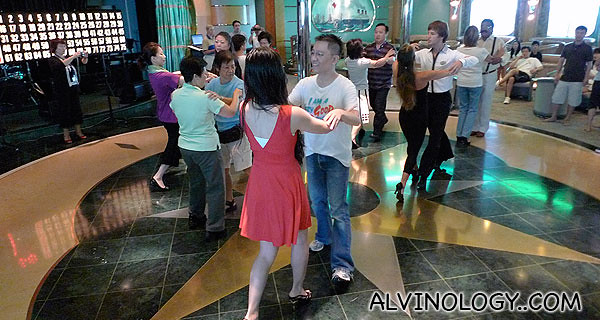 Yee Leong and Cherie dancing