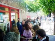 Gente esperando para comprar su ubicación para ver Jorge Rojas