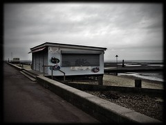 beachside caf (A12Bxl) Tags: uk winter sea abandoned beach caf thames clouds river sand closed empty north northsea gb lonely lowtide essex deserted verlassen southendonsea abandonn thamesestuary dsert