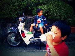 Boys and Honda Super Cub (cotaro70s) Tags: mobile honda cub lomo phone super moto カブ dumpr