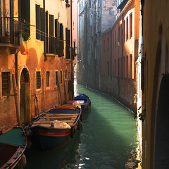 Light In A Curve (Frizztext) Tags: venice italy sunlight square boat canal interestingness bravo italia explore galleries curve venezia italians themoulinrouge 100faves 200faves frizztext 20071227 fiveprime bauhausrendezvous